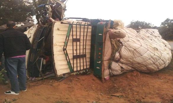 انقلاب شاحنة محملة بالموز - صورة حصرية لهوية بريس