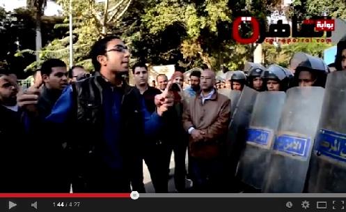 طالب مصري يوجه كلمة قوية لجنود الأمن المركزي ويحذرهم من المخدرات