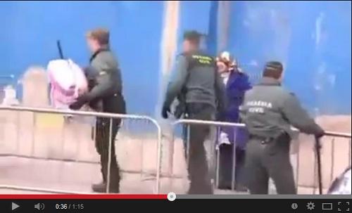 الممارسات المهينة بحق المغاربة في معبر باب سبتة من طرف الأمن الإسباني