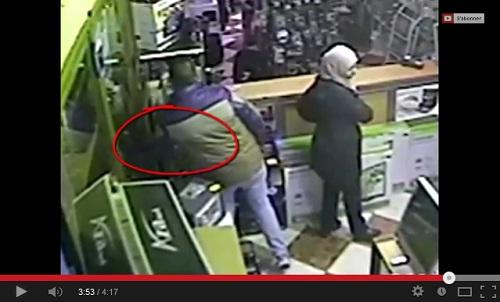 فيديو سرقة الأيفون من أحد المحلات التجارية بتطوان