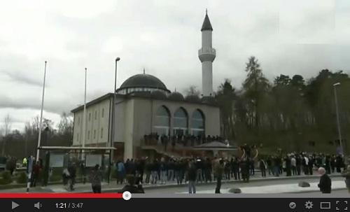 الأذان يرفع لأول مرة بالسويد من مئذنة مسجد فيتيا