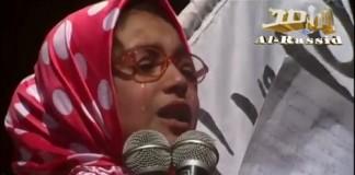 دموع حارة من طفلة على أبيها الأسير في السجن