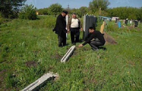 انفصاليون يخربون مقبرة لمسلمي الآخاسكا شرق أوكرانيا