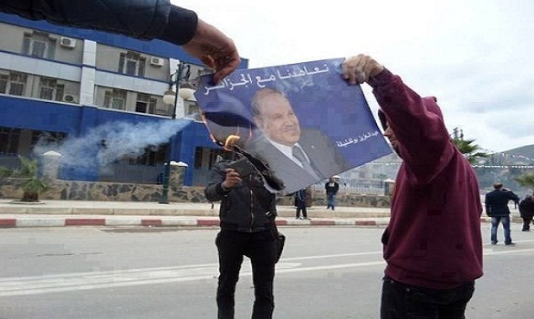 حرق صور بوتفليقة وهجوم على صحافيين موالين وإلغاء حملته بالقبايل