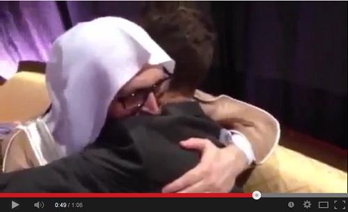 ابن الهولندي منتج الفليم المسيء للرسول يشهر إسلامه في دبي