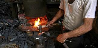 المغاربة تعساء في عملهم ويعانون التوتر والضغط