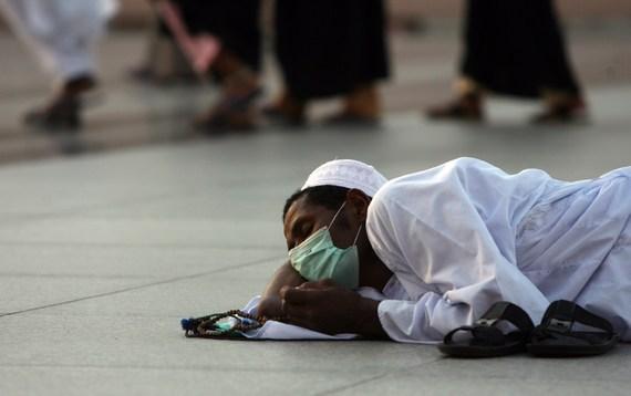 فيروس «كورونا» في السعودية يثير مخاوف قبل رمضان والحج