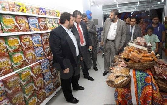 مصر: التحفظ على متاجر مملوكة للإخوان.. وابنة الشاطر: اللهم اجعله لعنةً عليهم