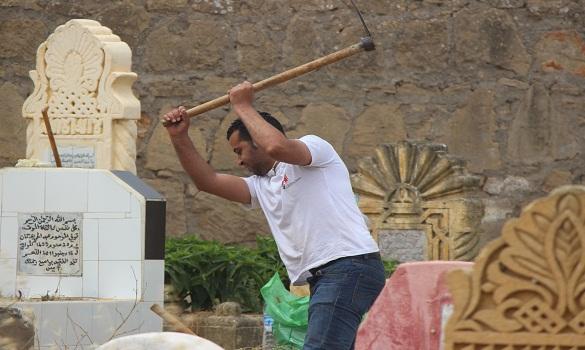 فوضى وزحام بمقبرة بسلا صباح العيد بعد التبليغ عن صوت داخل قبر