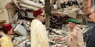 الملك محمد السادس يقوم بزيارة مكان انهيار العمارات ويتفقد الجرحى في المستشفى