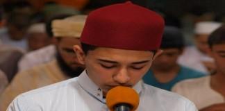 القارئ عبد الرحيم أسكور.. بصوته العذب أمتع آلاف المصلين بأكبر مصلى بسلا