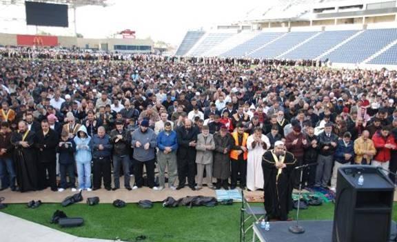 اليونان تخصص استادين لصلاة عيد الفطر لتجنب بناء مساجد.. والمسلمون غاضبون