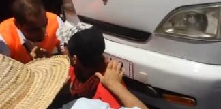 شاب يعيق تقدم جانب من مسيرة الرباط لدعم غزة 20-07-2014