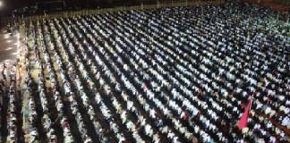 المقرئ معاذ الخلطي يمتع آلاف المصلين بمصلى التراويح بحي الانبعاث بسلا