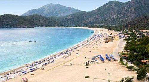 تركيا تفتتح شاطئاً خاصاً بالنساء