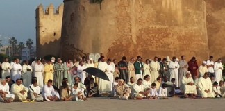جماعة ثانية بمصلى باب المريسة سلا بعد صلاة الإمام بنصف ساعة قبل المعلن عليه من طرف الوزارة