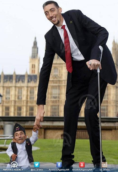 لقاء لأول مرة يجمع بين أطول رجل في العالم وأقصر رجل.. تركي ونيبالي