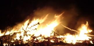 نيران حارقة وأدخنة كثيفة ومتفجرات في ليلة عاشوراء.. رغم التحرك الأمني لمنعها