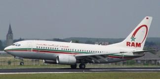 الملك محمد السادس يسكن طائرة خلال تنقله إفريقيا