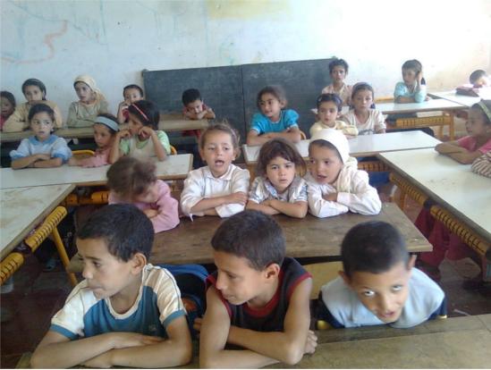 رئيس الحكومة: ندعم قطاع التعليم بقوة ولا تراجع عن المجانية