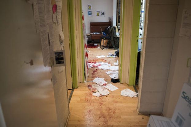 أول صورة من داخل صحيفة شارلي إيبدو بعد الحادث