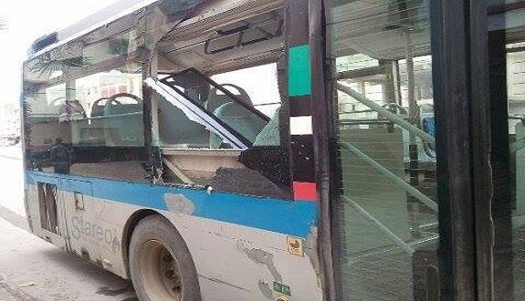 إصابة امرأة إصابة خطيرة بعد رمي حجارة على حافلة ركاب بمدينة سلا