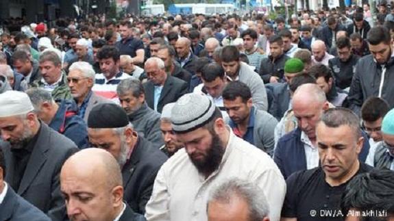 من يقف وراء حركة أوروبيون وطنيون ضد أسلمة الغرب (Pediga)؟