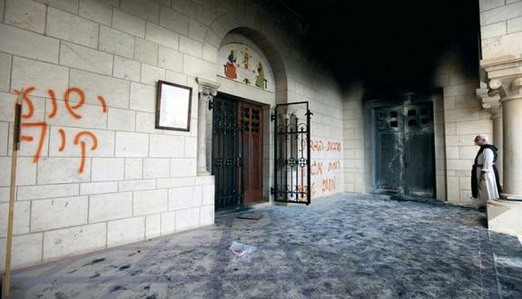 متطرفون يهود يحرقون كنيسة في القدس المحتلة ومسجد ببيت لحم