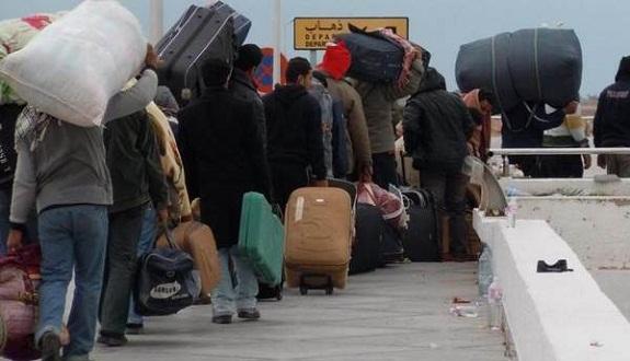 آلاف المغاربة عالقون في ليبيا والسفارة المغربية تلجأ لتونس
