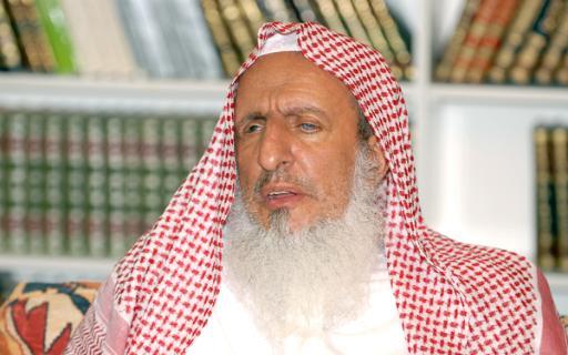 مفتي السعودية يدعو لتجنيد شباب بلاده إجباريا لتهيئتهم للدفاع عن دينهم ووطنهم