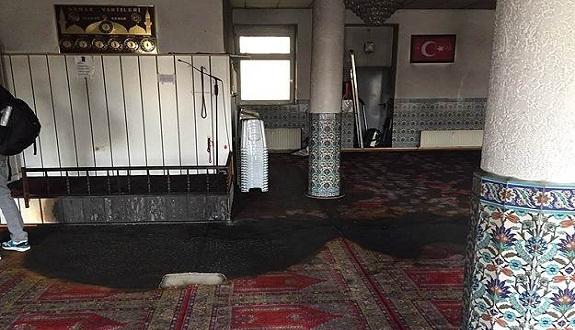 مجهول يضرم النار بمسجد السلطان أحمد في ألمانيا