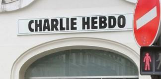 """فرنسا.. انتقادات لعنصرية """"شارلي إبدو"""" تجاه طالبة محجبة"""