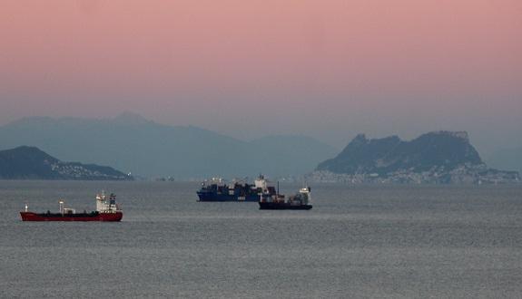 لجنة الخارجية بمجلس المستشارين تصادق بالإجماع على مشروعي قانونين يهدفان إلى بسط الولاية القانونية للمملكة على كافة مجالاتها البحرية