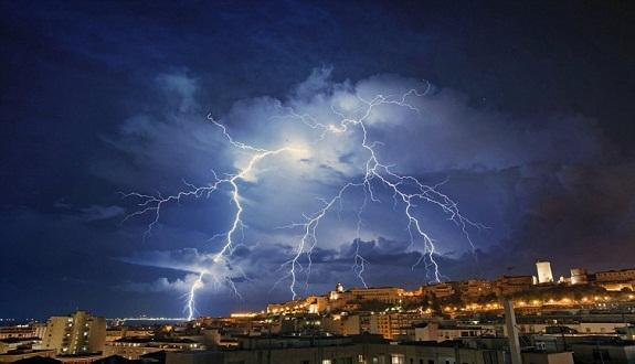 نشرة خاصة.. أمطار عاصفية محليا قوية في العديد من مناطق المملكة