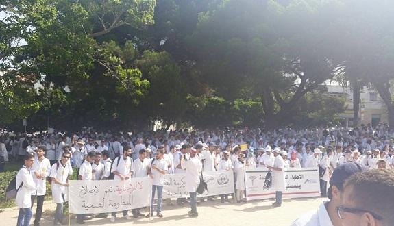 مشروع الخدمة الطبية الإجبارية في المناطق القروية يدفع طلبة الطب إلى الاحتجاج