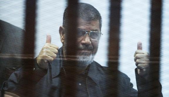 القاضي يقطع الصوت عن مرسي بعد حديثه عن «الثورة والانقلاب»