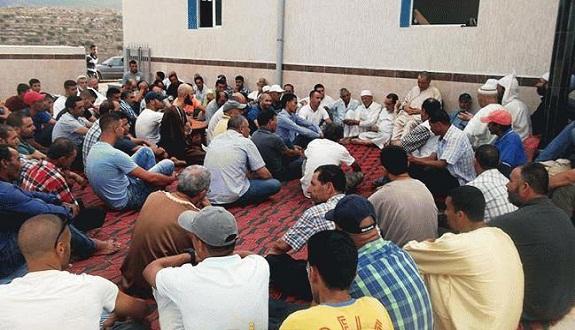 الشيخ المدغري يجتمع بأهالي دوار الزاوية بأركمان الناظور ويحثهم على نبذ الفرقة