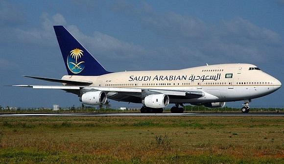 لإنقاذ حياة راكب.. هبوط اضطراري لطائرة سعودية بمطار القاهرة الدولي