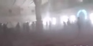 لحظة قصف مسجد السعيد بتعز باليمن أثناء صلاة الجمعة من طرف الحوثيين