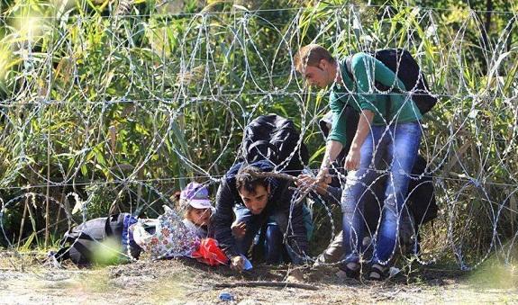 السلطات الفرنسية تخلي مخيما للاجئين