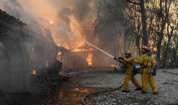 إعلان حالة الطوارئ في كاليفورنيا بسبب حرائق هائلة