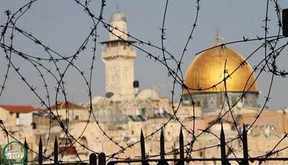 """البرلمان العربي: إغلاق الصهاينة لـ""""الأقصى"""" يستبطن تصعيدا خطيرا"""