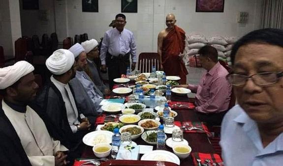 شاهد.. لقاء ودي بين رهبان بوذيين ومعممين شيعة في بورما