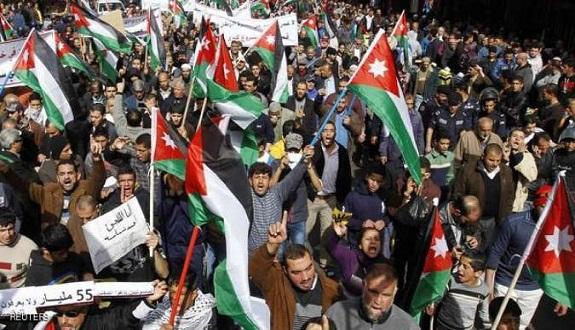 آلاف المتظاهرين في الأردن يطالبون بإلغاء معاهدة السلام مع الكيان الصهيوني