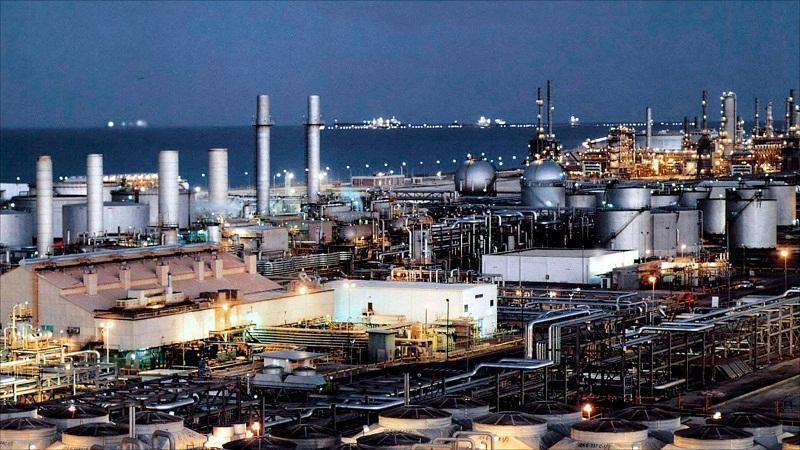 السعودية تسترد مركزها كمنتج أول للنفط