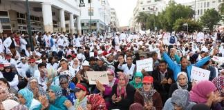 بالفيديو.. آباء وأمهات الأساتذة المتدربين يطالبون بإلغاء المرسومين المشؤومين