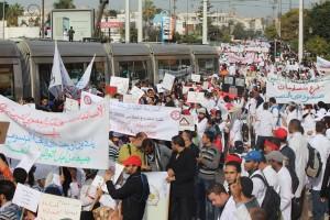 آلاف الأساتذة المتدربين ينددون بمرسومي بلمختار المشؤومين في شوارع الرباط