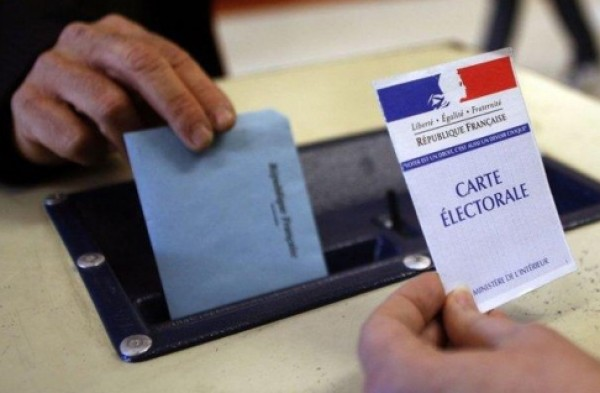 انتخابات فرنسا.. إيمانويل ماكرون (23.7 %) ومارين لوبان (21.7 %)