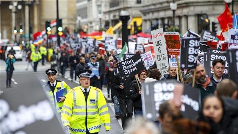 المئات يتظاهرون في بريطانيا احتجاجاً على شن بلادهم غارات في سوريا