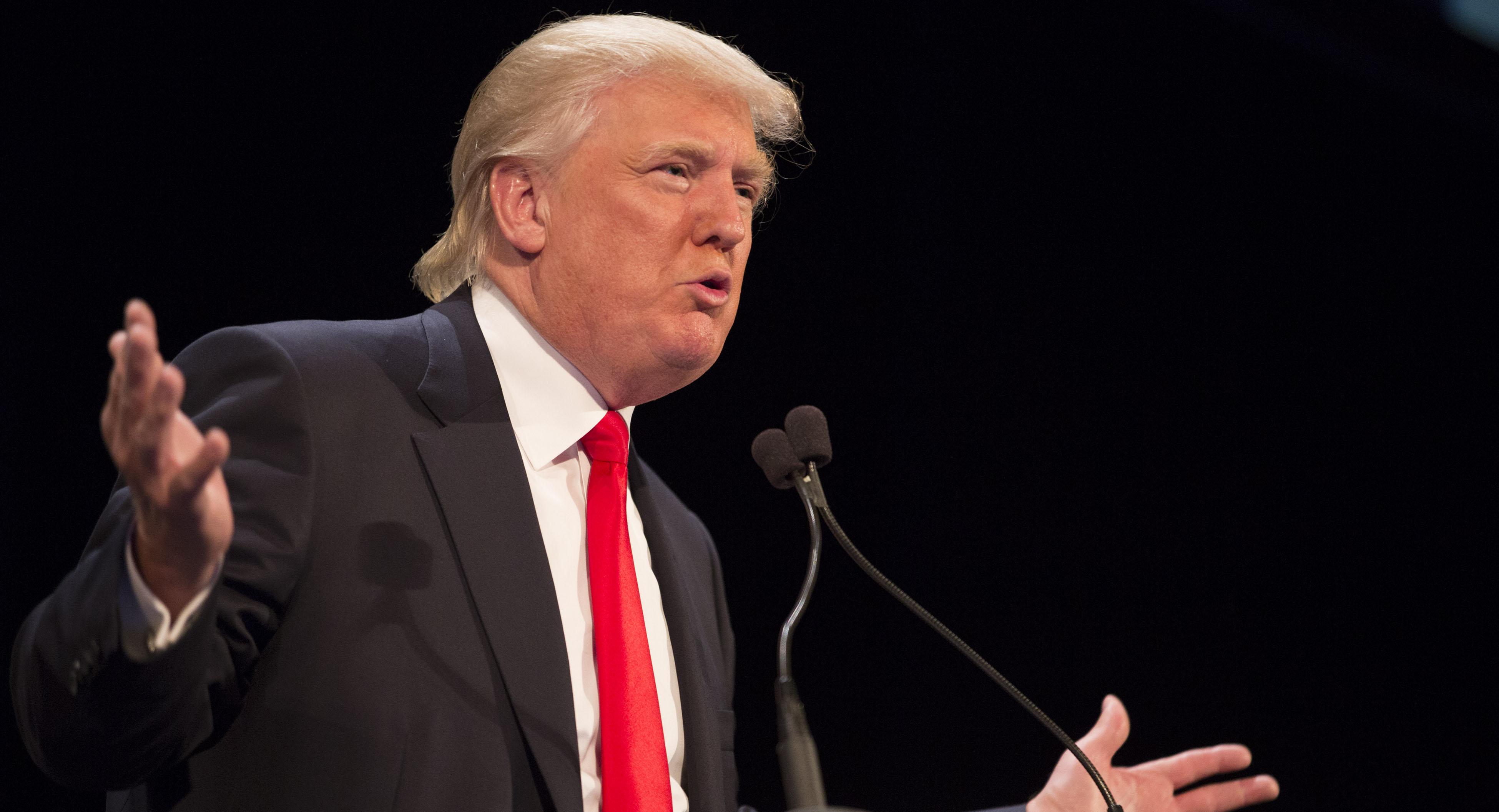 """علاقات ترامب بالإمارات.. هل تدفع أمريكا لاستهداف """"الإخوان""""؟"""
